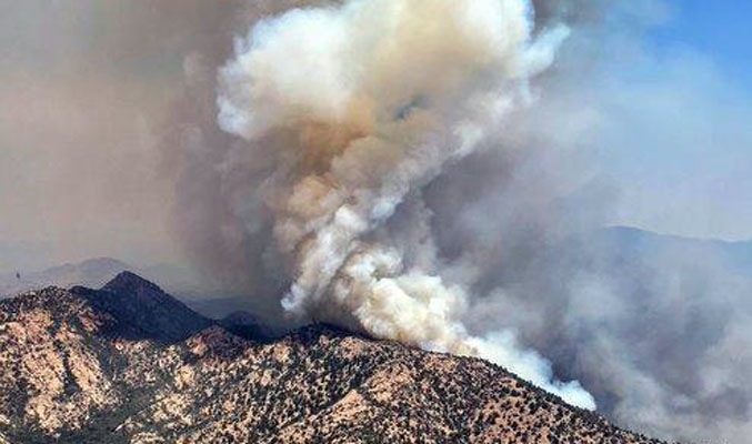 Wind direction challenges containment efforts on Pinnacle Fire